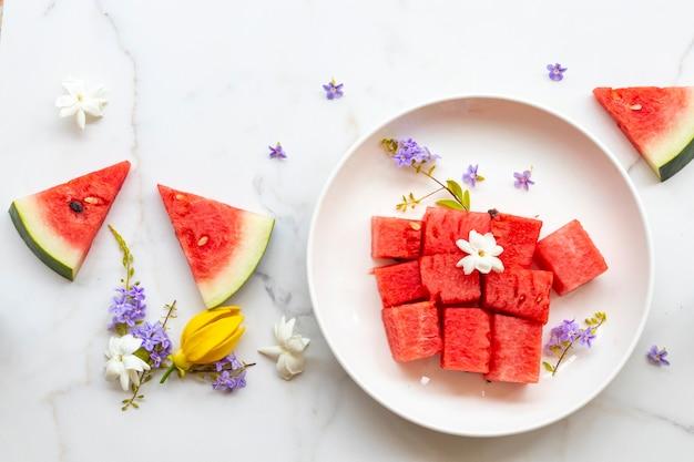 Arbuz Pokroić Zdrowe Owoce Układać Płasko Leżący Styl Premium Zdjęcia