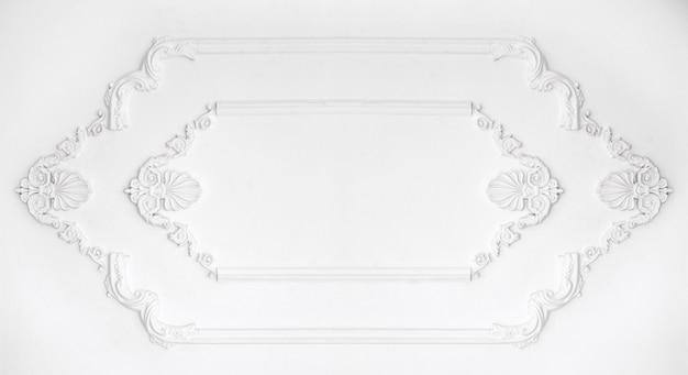Architektoniczna rama na biel ścianie