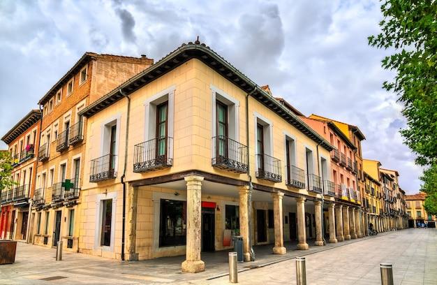 Architektura alcala de henares w pobliżu madrytu w hiszpanii