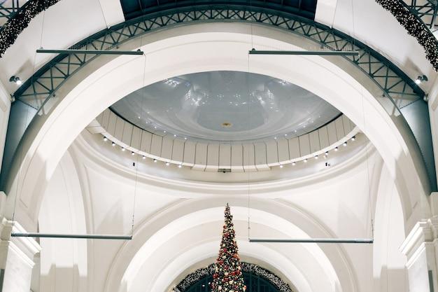 Architektura dworzec kolejowy w berlinie. łuk sufitowy