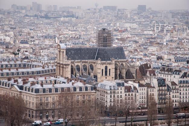 Architektura w stylu gotyckim, średniowieczny kościół saint-severin, paryż, francja