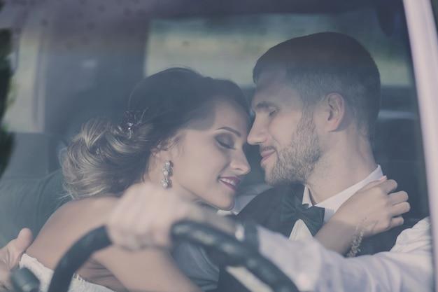 Archiwalne zdjęcie nowożeńców