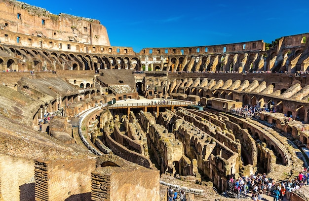 Arena koloseum lub amfiteatr flawiuszów w rzymie
