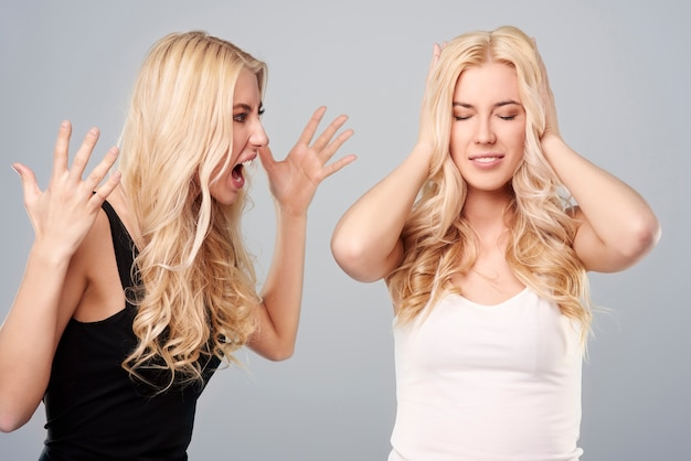 Argument dwóch młodych sióstr