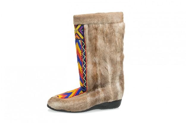 Arktyczny buta mukluk odizolowywający na bielu