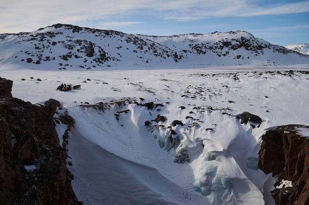 Arktyczny timelapse pasm górskich lodu w krajobraz śniegu.