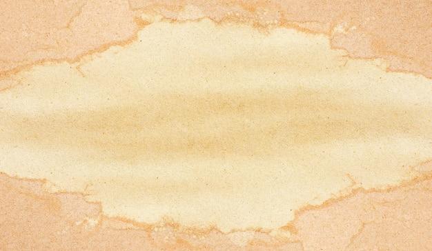 Arkusz brązowego papieru. ramka grunge tekstur na tle.