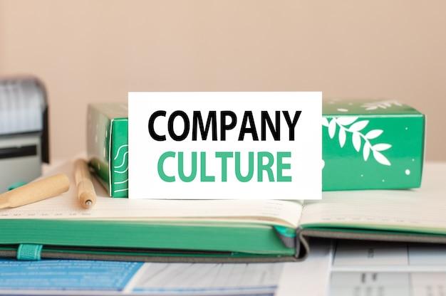 Arkusz koncepcji biznesowych białej księgi do notatek z tekstem kultura firmy