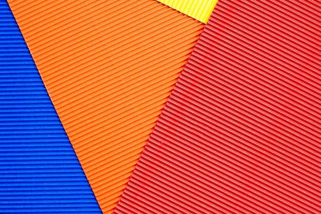 Arkusze kolorowego papieru tłoczonego.