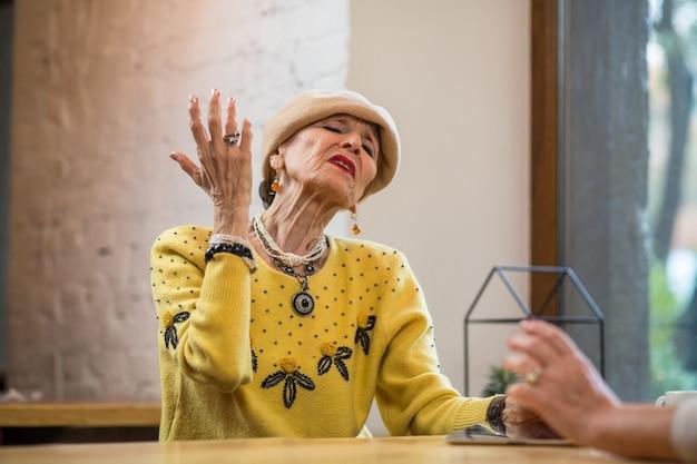 Arogancka starsza kobieta