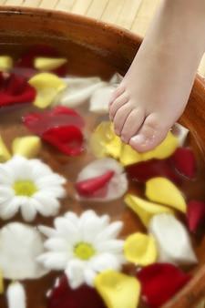 Aromaterapia, kąpiel stóp kwiatów, płatek róży