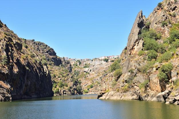 Arribes do douro, krajobraz w pobliżu miranda do douro, portugalia