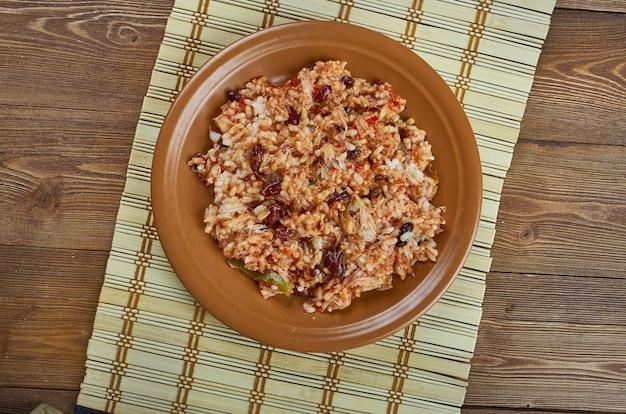 Arroz empedrado con bacalao - hiszpański ryż z dorszem i fasolą z walencji