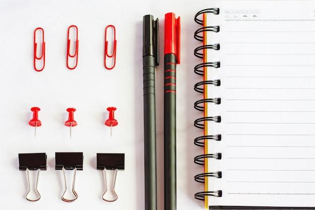 Artykuły biurowe i szkolne ze spiralnym notatnikiem