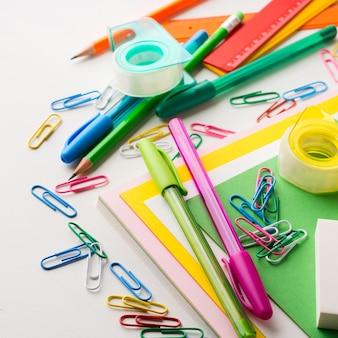 Artykuły piśmiennicze kolorowe przybory do pisania szkolne akcesoria długopisy