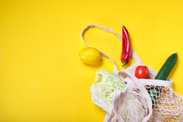 Artykuły spożywcze w torebkach ekologicznych