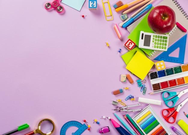 Artykuły szkolne i biurowe. widok z góry.