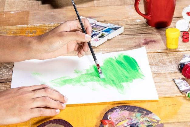 Artysta malowanie pędzlem