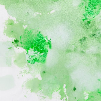 Artystyczna plama farby w kolorze zielonym