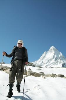 Arywista na zaśnieżonej górze