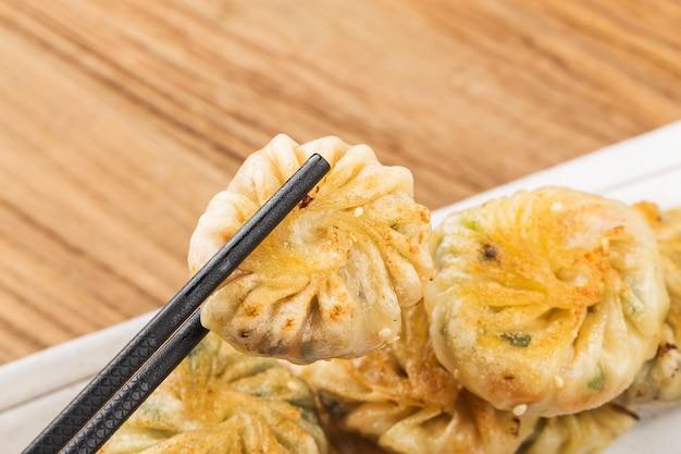 Asia china kantońskie jedzenie dim sum niecka smażona wieprzowina