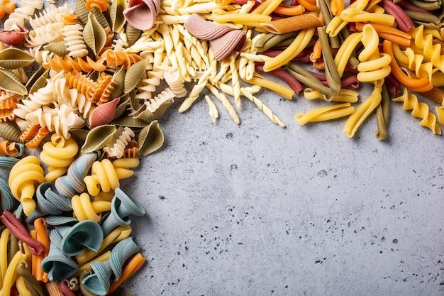 Asortowany kolorowy włoski makaron
