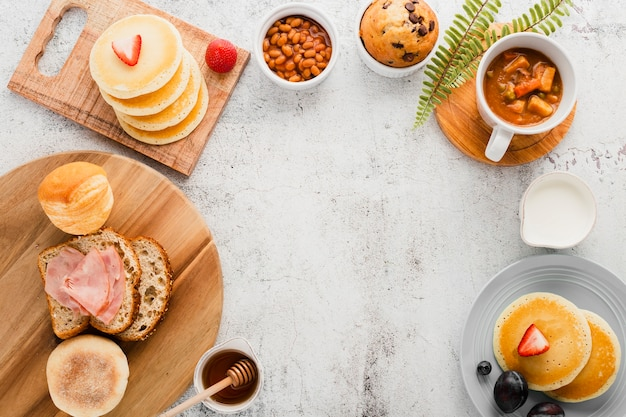 Asortyment artykułów śniadaniowych z góry