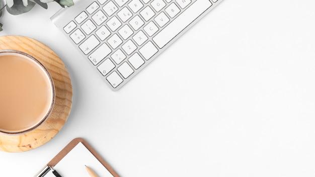 Asortyment biurka na płasko z miejscem na kopię