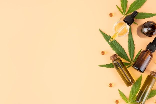Asortyment butelek oleju z konopi indyjskich