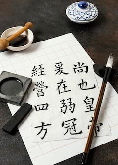 Asortyment chińskich elementów atramentowych pod wysokim kątem