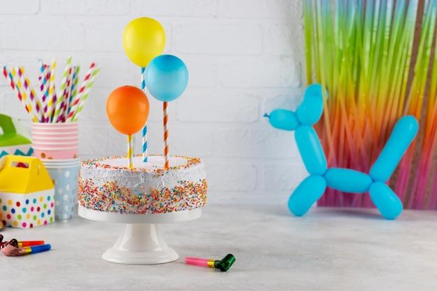 Asortyment ciast i balonów