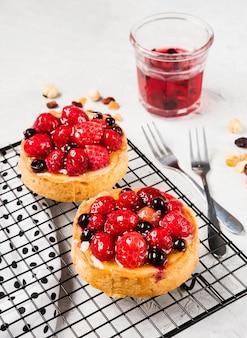 Asortyment ciast owocowych pod dużym kątem