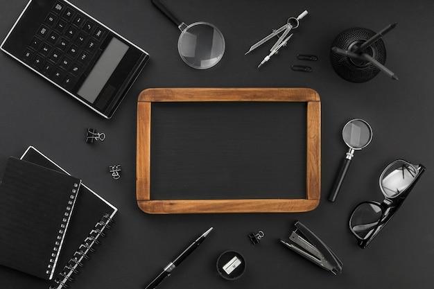 Asortyment czarnych elementów dnia edukacji