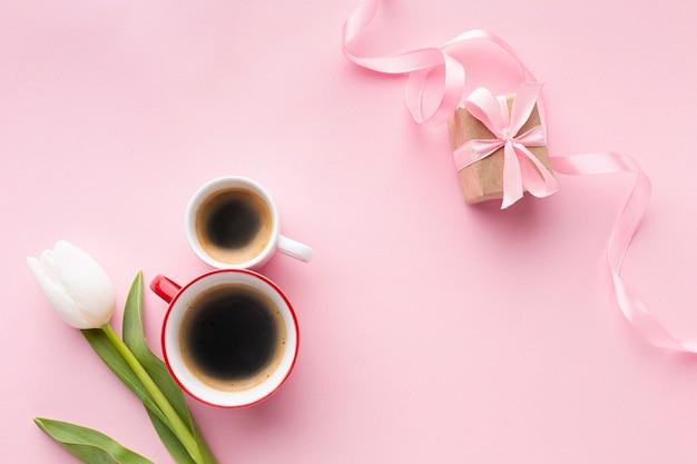 Asortyment dnia kobiet na różowym tle
