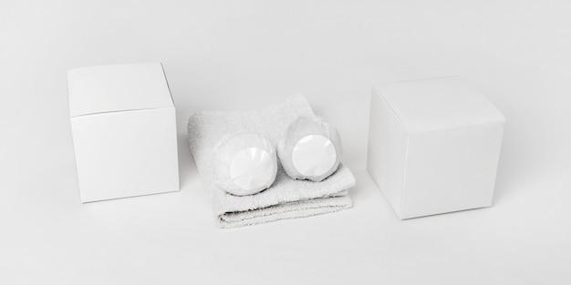 Asortyment do terapii spa pod dużym kątem z kulami do kąpieli