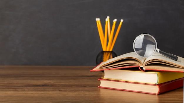 Asortyment dzień edukacji z miejsca na kopię