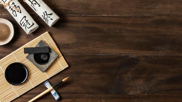 Asortyment elementów chińskiego atramentu z miejsca na kopię