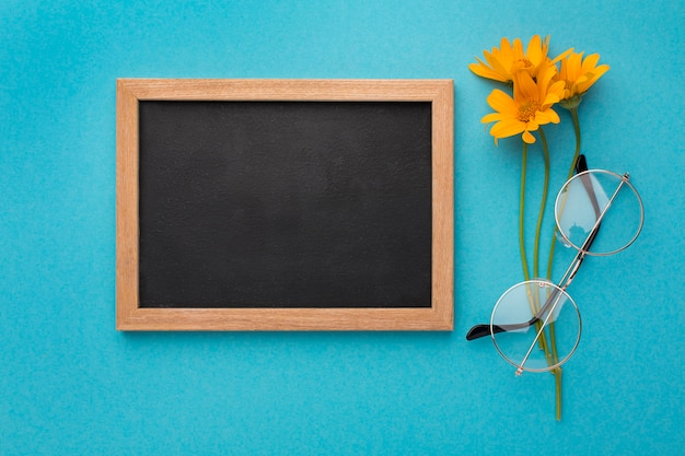 Asortyment elementów dnia nauczycielskiego