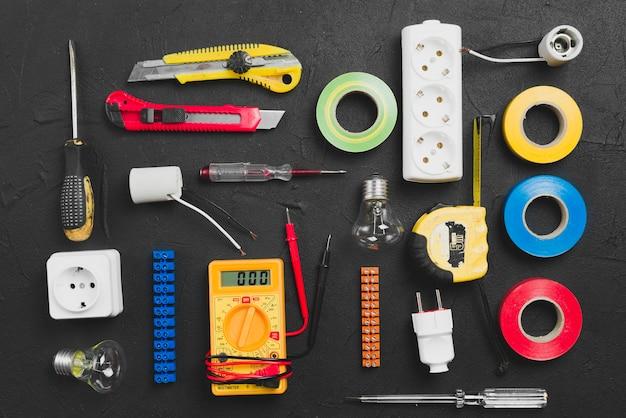 Asortyment instrumentów elektrycznych