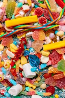 Asortyment kolorowych cukierków