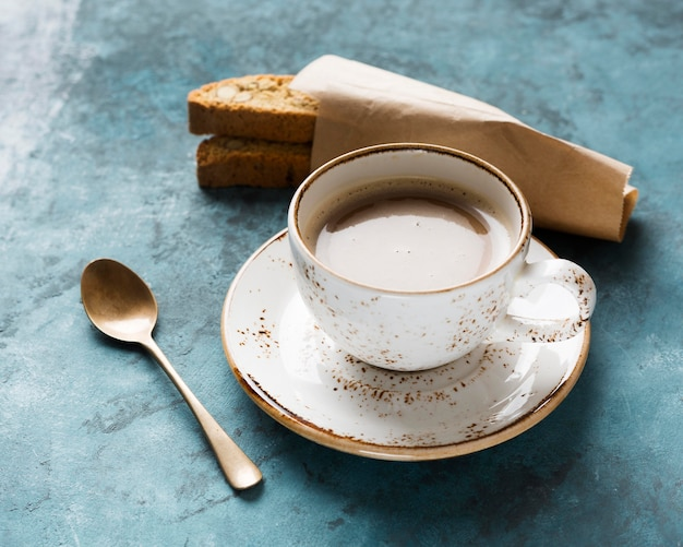 Asortyment kreatywnych kaw pod wysokim kątem