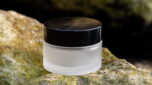 Asortyment kremów do pielęgnacji skóry z przodu