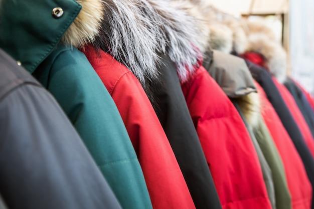 Asortyment kurtek zimowych i puchowych