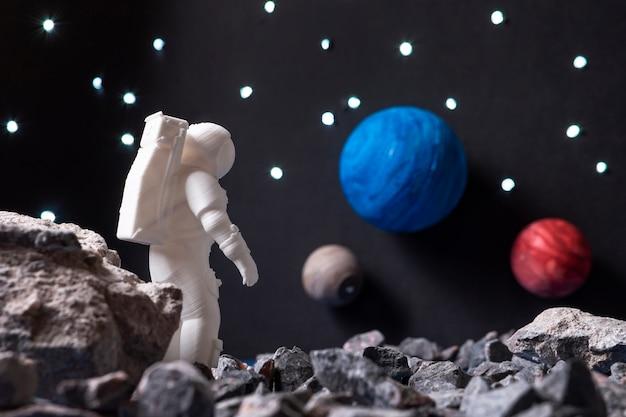 Asortyment martwej natury z astronautą