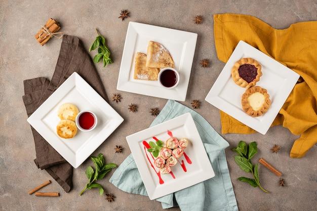 Asortyment naleśników, serników, ciast
