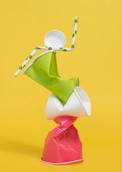 Asortyment nie ekologicznych przedmiotów z tworzyw sztucznych