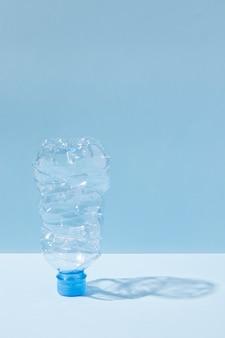 Asortyment nieprzyjaznych dla środowiska przedmiotów z tworzyw sztucznych