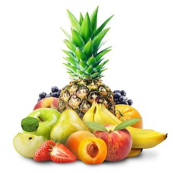 Asortyment owoców egzotycznych na białym tle