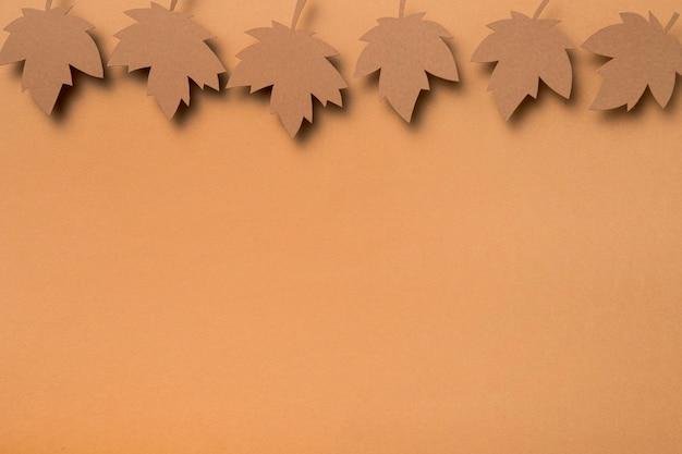 Asortyment płaskich liści jesienią leżał z miejsca kopiowania