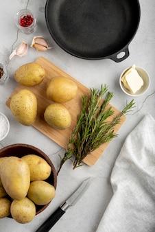 Asortyment płaskich smacznych potraw i składników